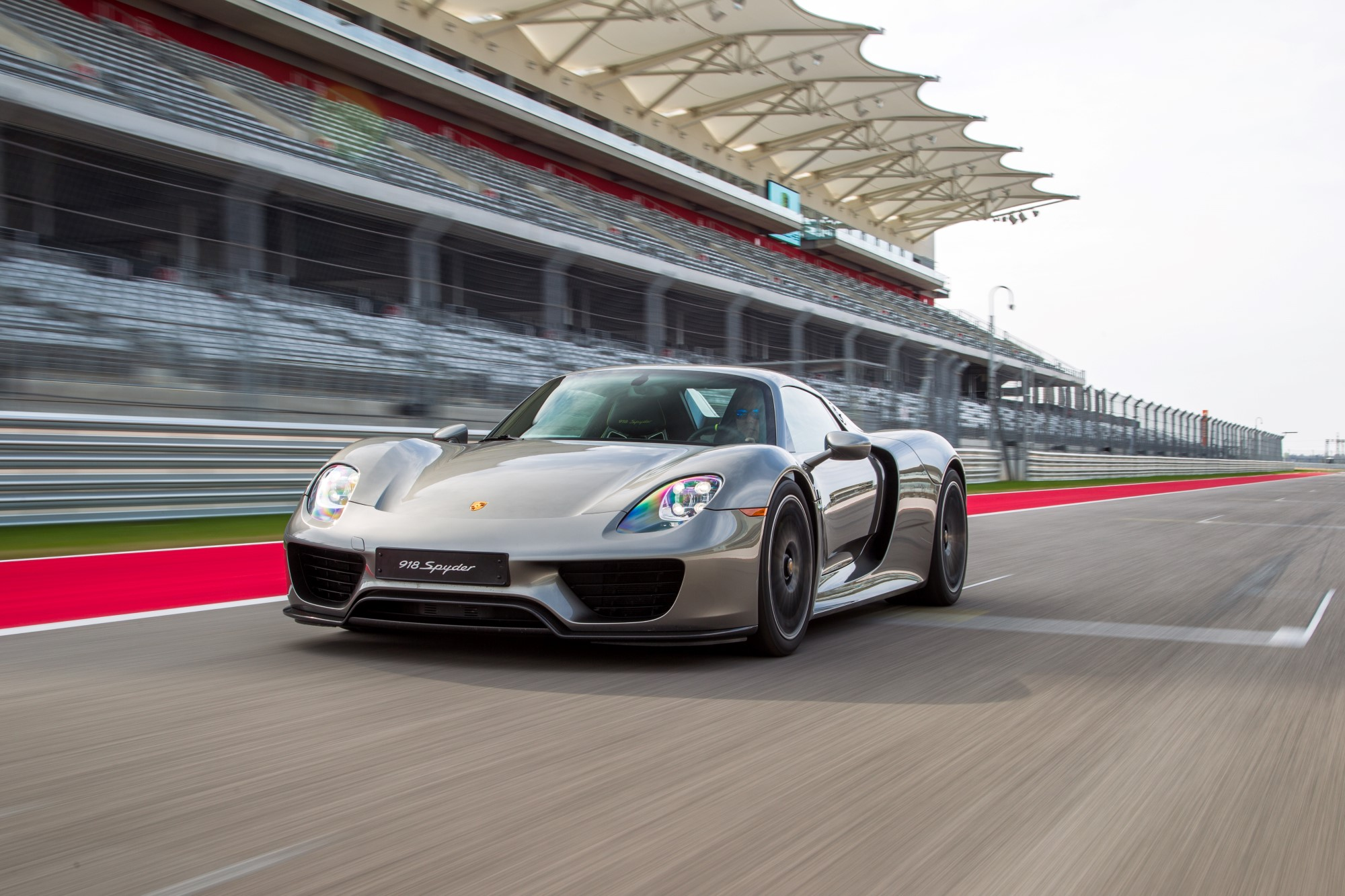 Porsche 918 Owners Can Call A Race Driver Whenever They Want