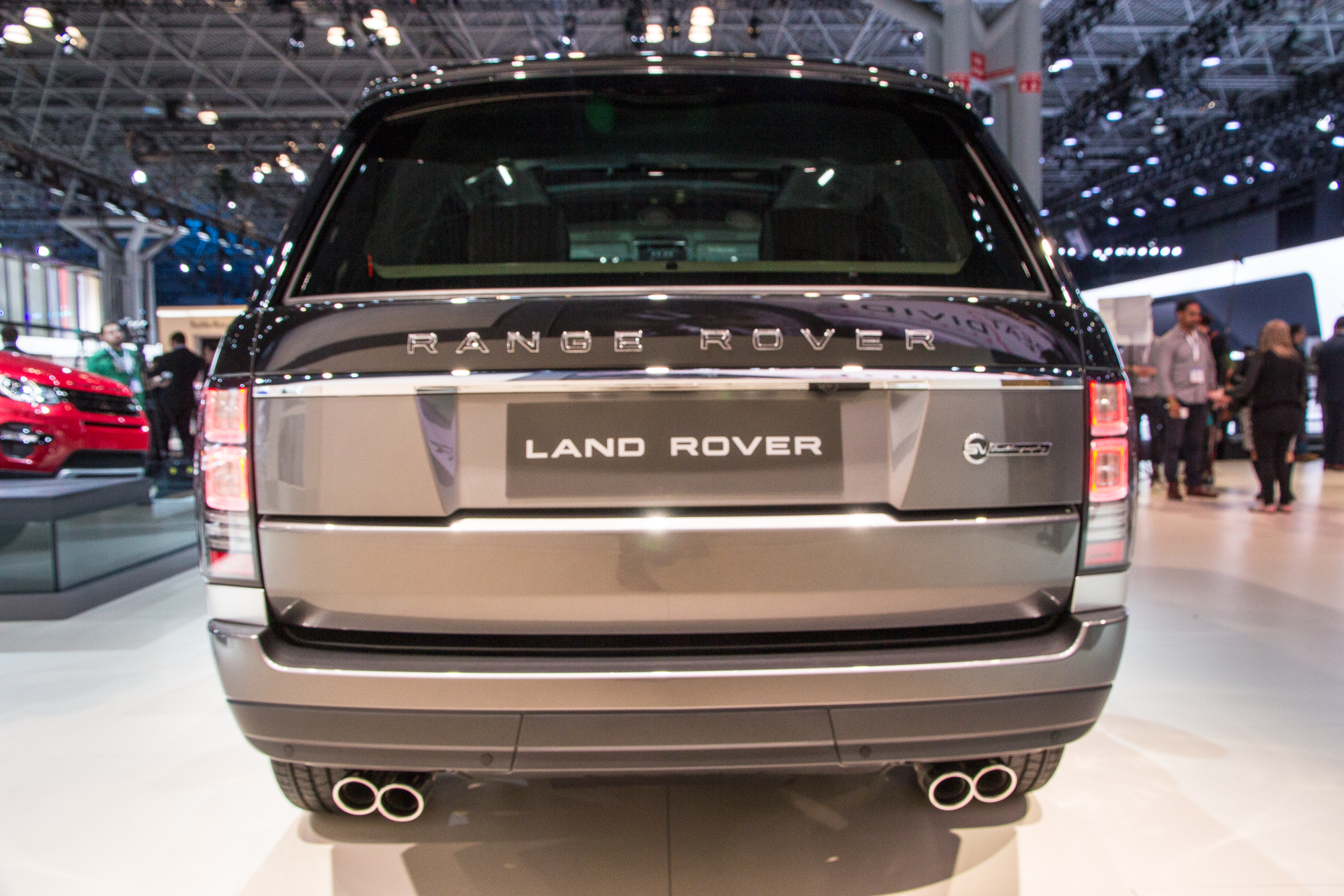 land rover launches new range rover svautobiography flagship 200k 550hp. Black Bedroom Furniture Sets. Home Design Ideas