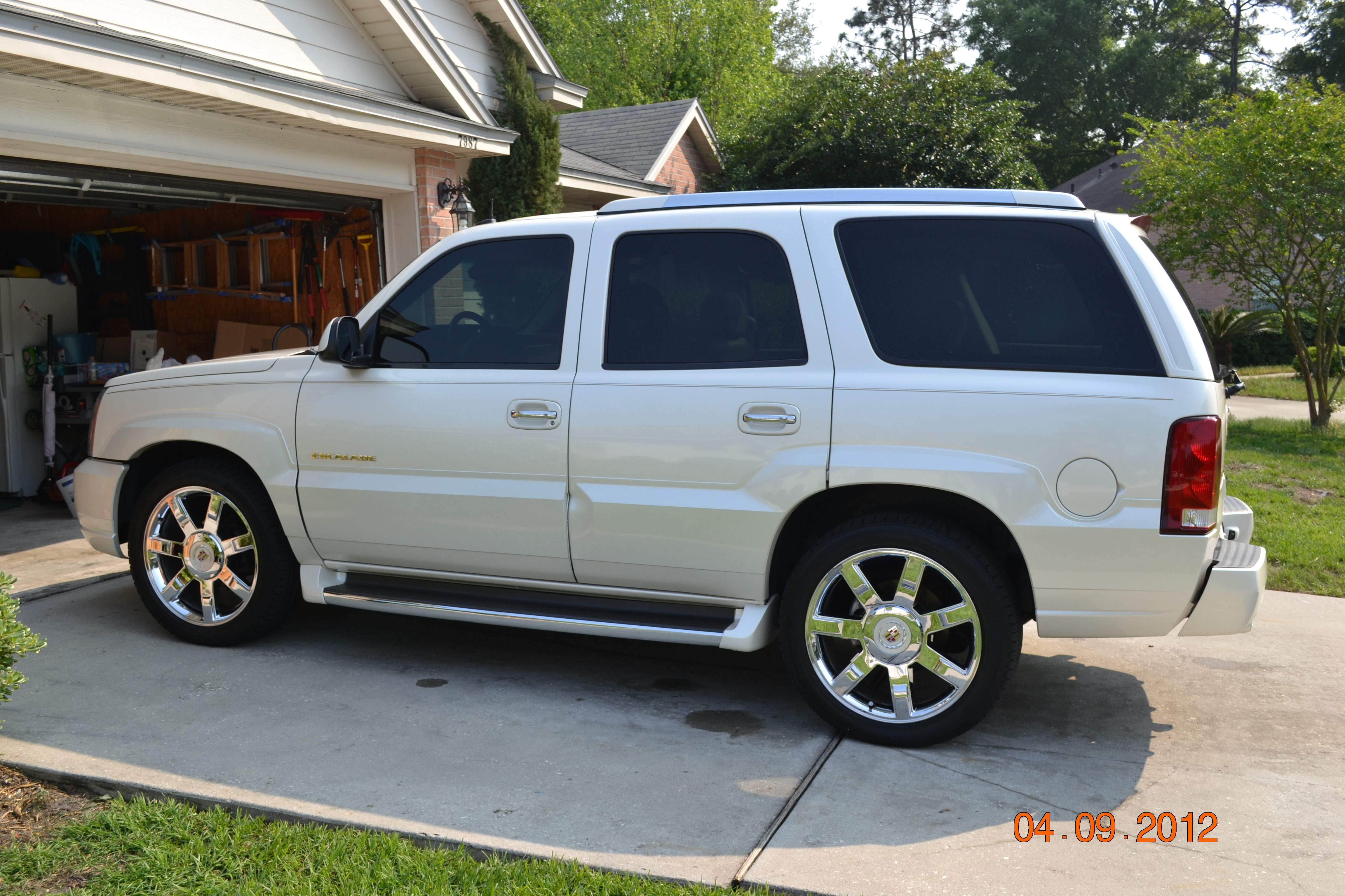 White Escalade With Black Rims Re  got 22 quot  platinum rims onWhite Escalade With Black Rims