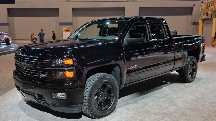 2016 chevy silverado midnight edition custom ready to stand out in pickup line. Black Bedroom Furniture Sets. Home Design Ideas